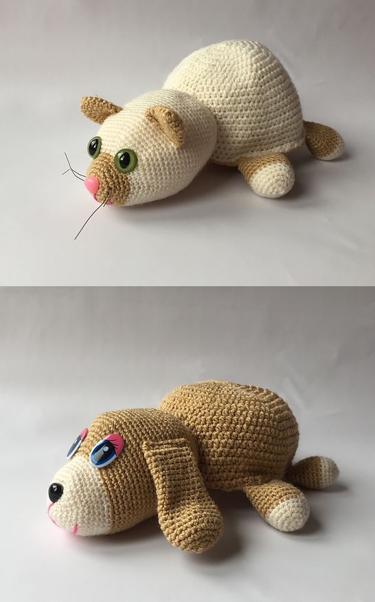 Free Crochet Pattern for a Flippable cat-dog Toy. Amigurumi toy one sides is a dog the other a cat!