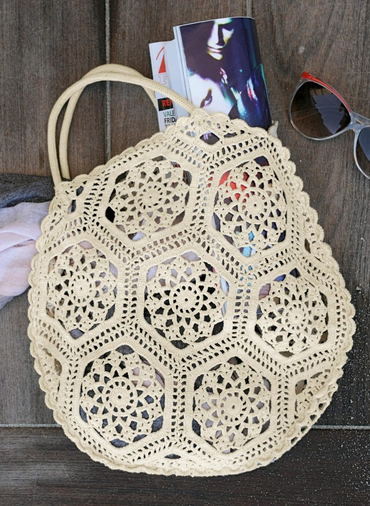 Free Crochet Pattern for a Hexagon Bag.