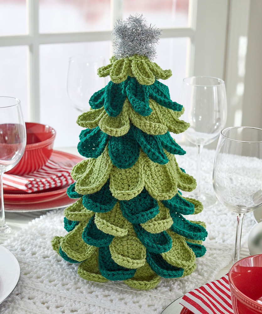 Free crochet pattern for a Christmas tree. Christmas crochet pattern! #crochet #freecrochet #freepattern #Christmas #Christmaspattern