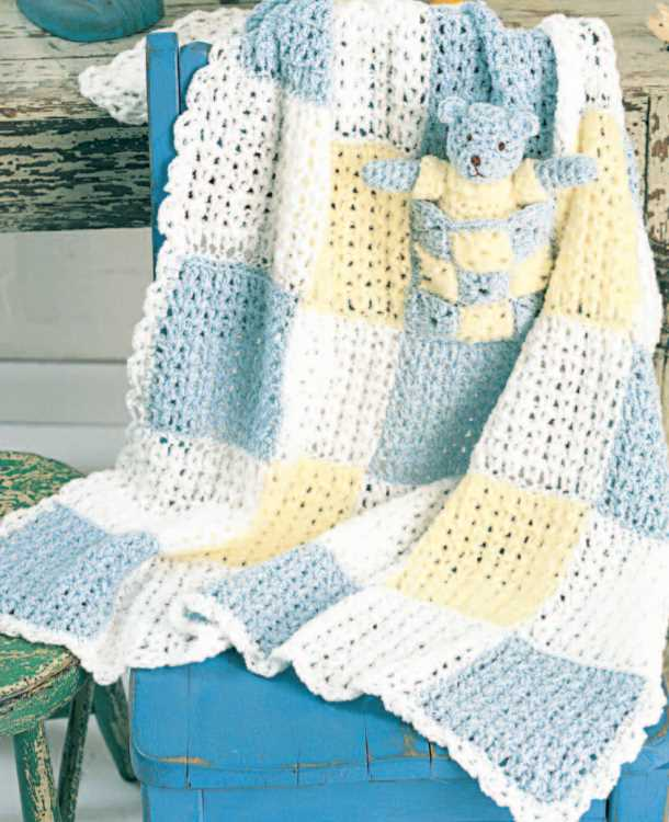 Free crochet pattern for a baby squares blanket with pocket and teddy bear