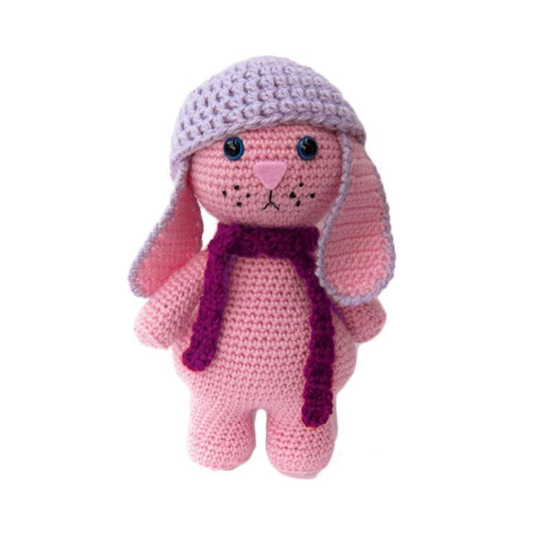 Free Crochet Pattern for an Amigurumi Winter Bunny