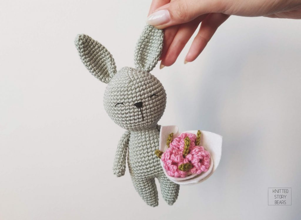 Free Crochet Pattern for a Little Amigurumi Bunny