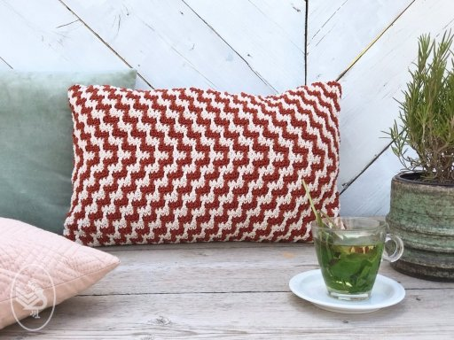 Free Crochet Pattern for a Chevron Cushion