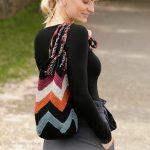 Free Crochet Pattern for a Beach Bonfire Bag with a Zig Zag Pattern