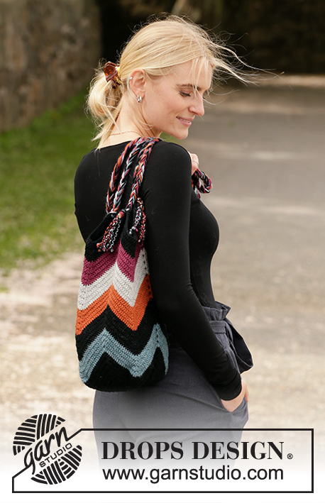 Free Crochet Pattern for a Beach Bonfire Bag with a Zig Zag Pattern