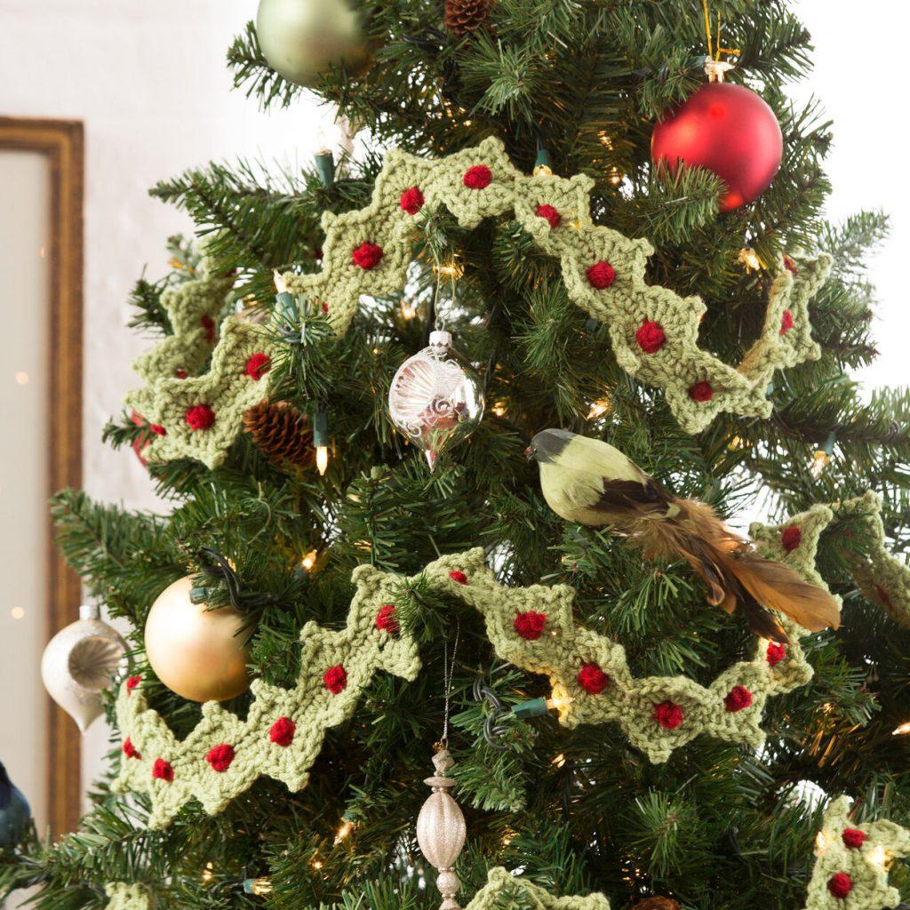 Christmas tree garland free crochet pattern