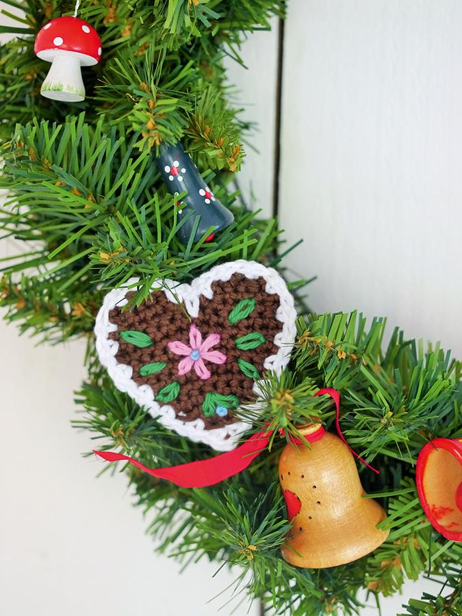 Crochet gingerbread heart pattern