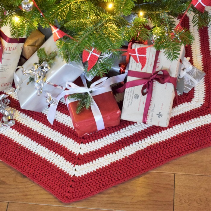 Free Crocheted Christmas Tree Skirt pattern