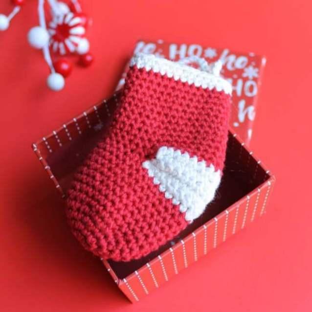 Free crochet mini stocking pattern