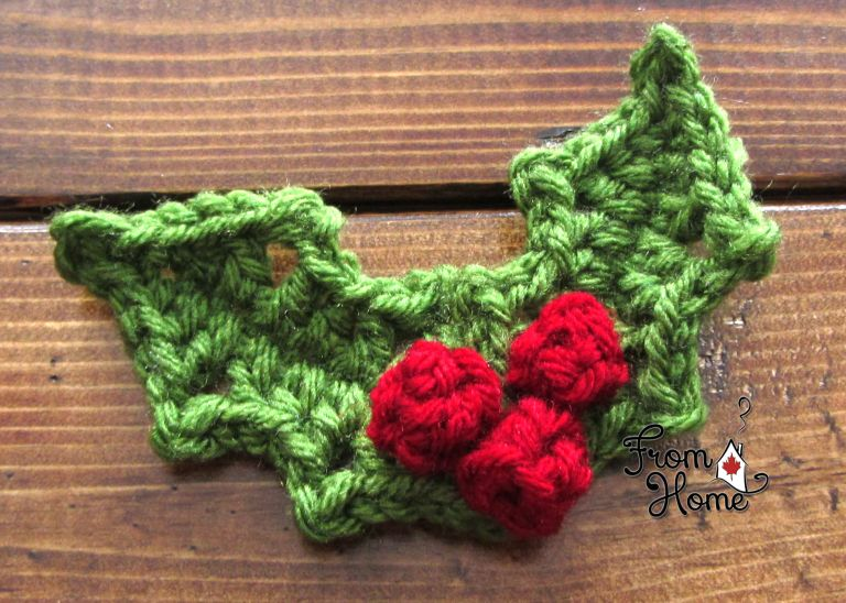 Free crochet pattern for Holly and Berries