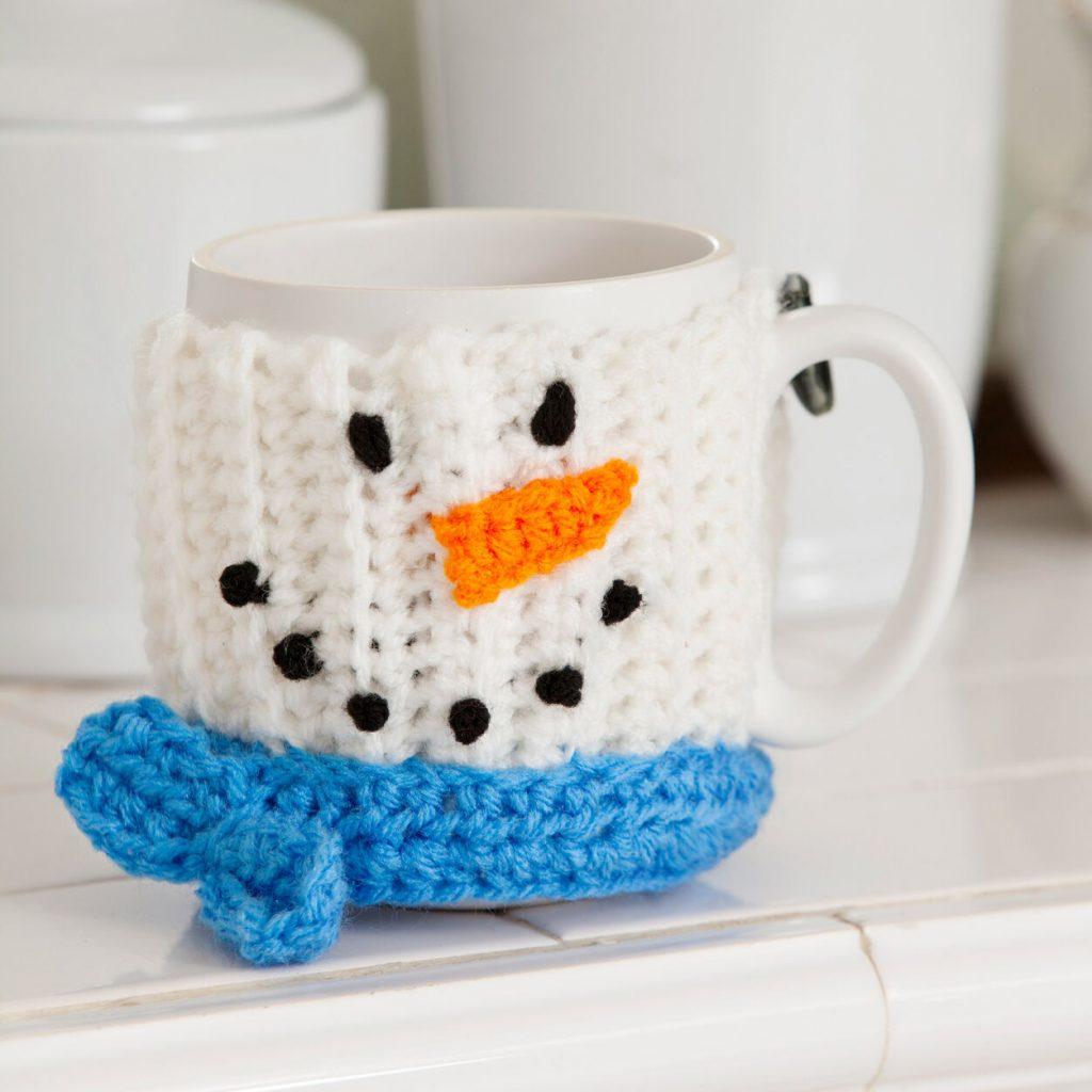 Free crochet pattern for a Snowman mug cosy