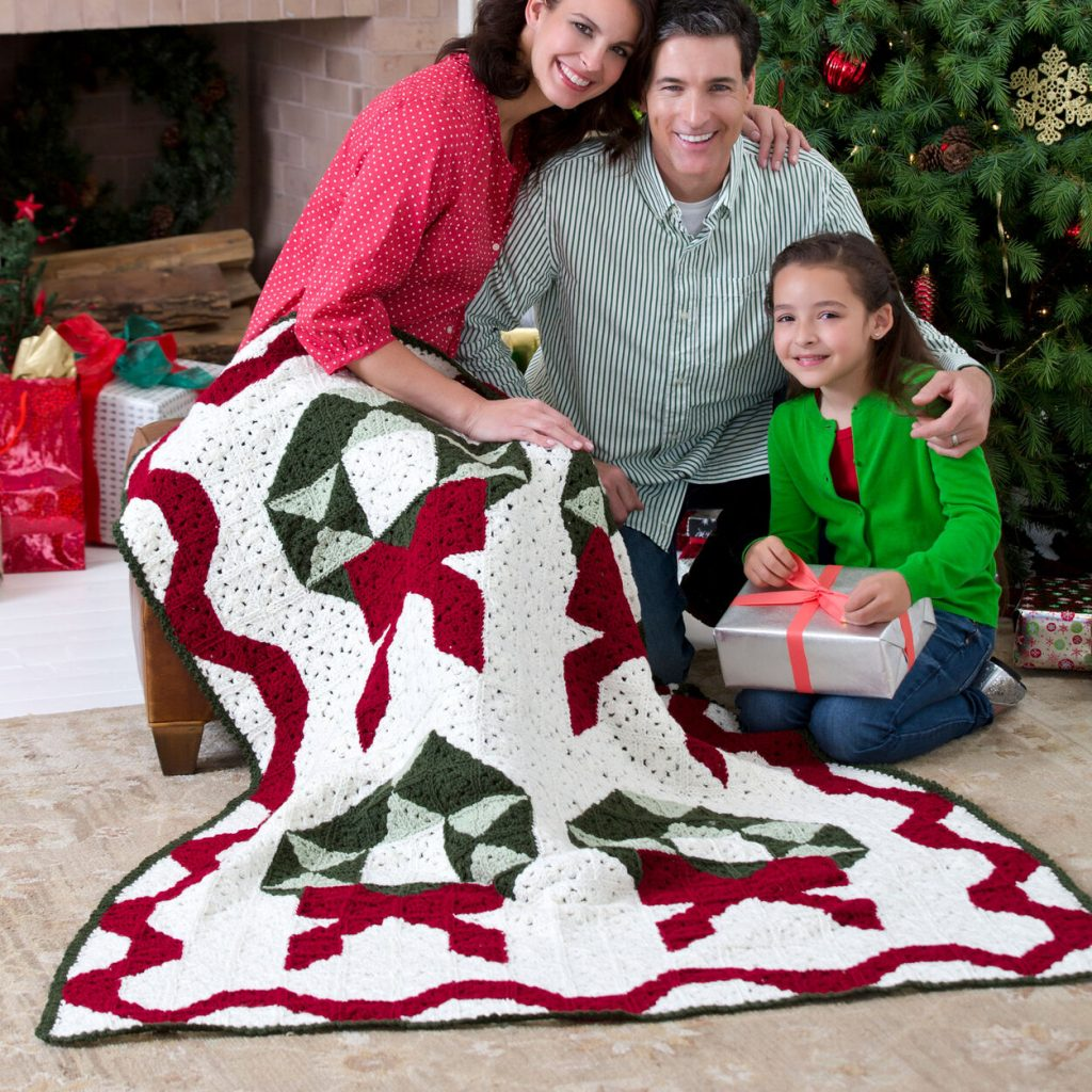 Free crochet pattern for a christmas wreath throw