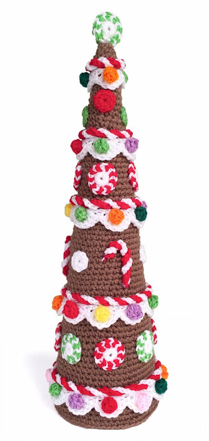 Free crochet pattern for a gingerbread Christmas tree