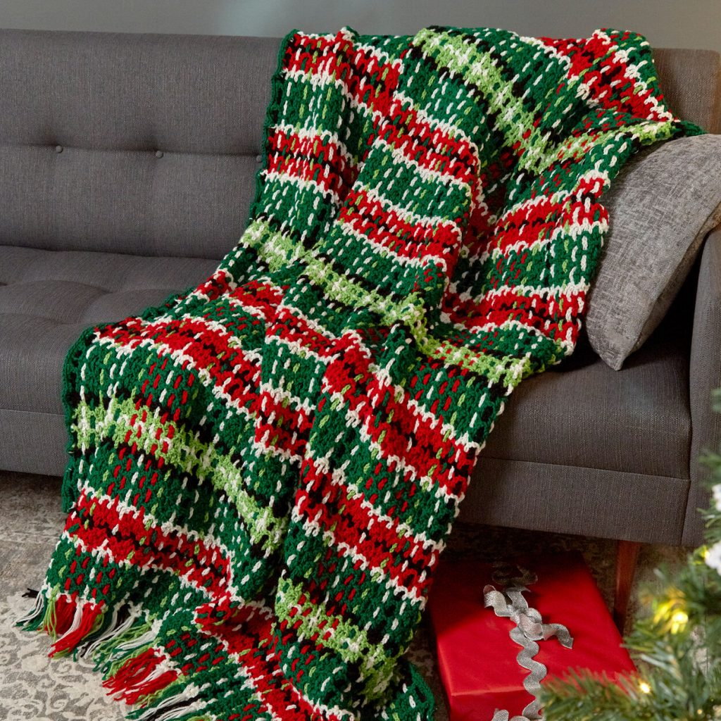 Free crochet pattern for a plaid Christmas blanket