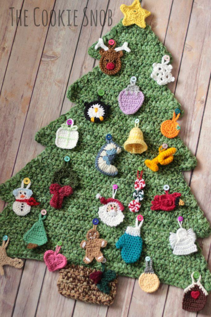 Free crochet pattern for a tree Christmas advent calendar.