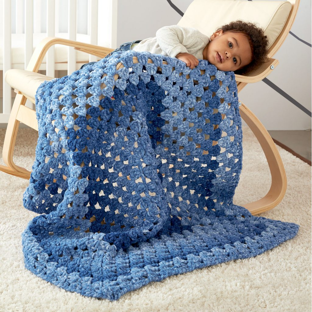 Free crochet pattern for an easy rectangle granny square blanket for babies
