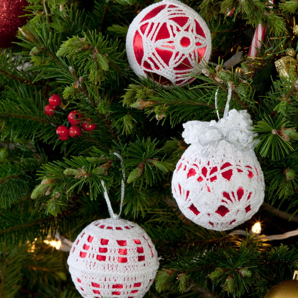 Lace Christmas baubles to crochet with this pattern
