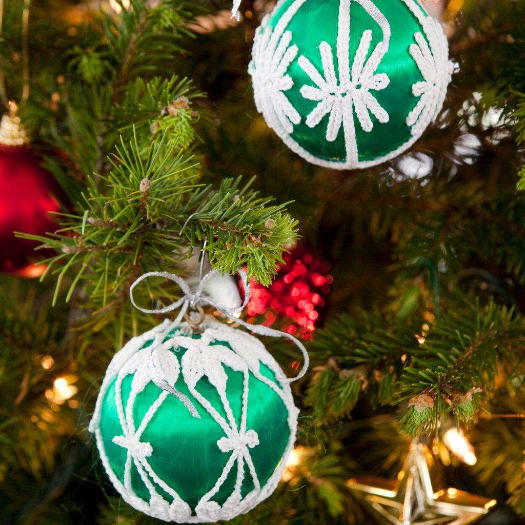 Lacy Christmas decorative ornament crochet pattern