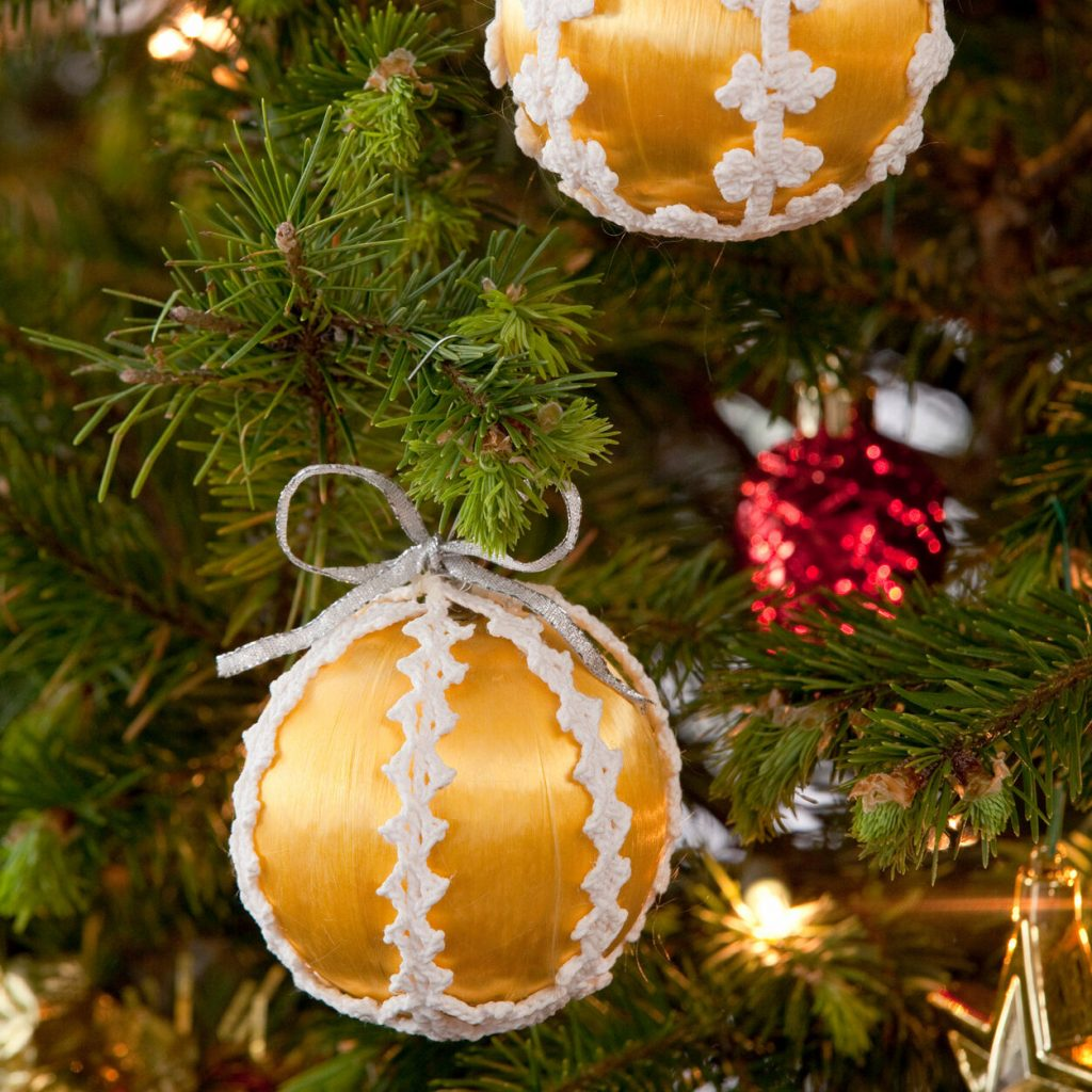 Lacy Christmas ornament crochet pattern