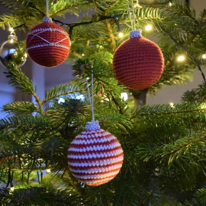 Large Crocheted Christmas Balls pattern