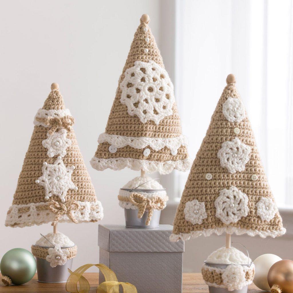Triangle Christmas tree free crochet pattern