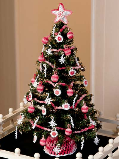 Victorian Christmas tree free crochet pattern