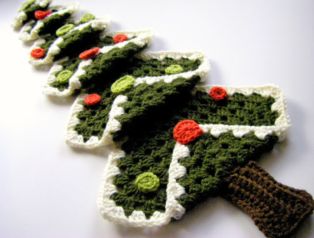 Vintage granny square Christmas tree crochet pattern