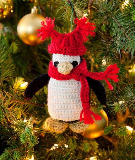 free Christmas penguin ornament crochet pattern