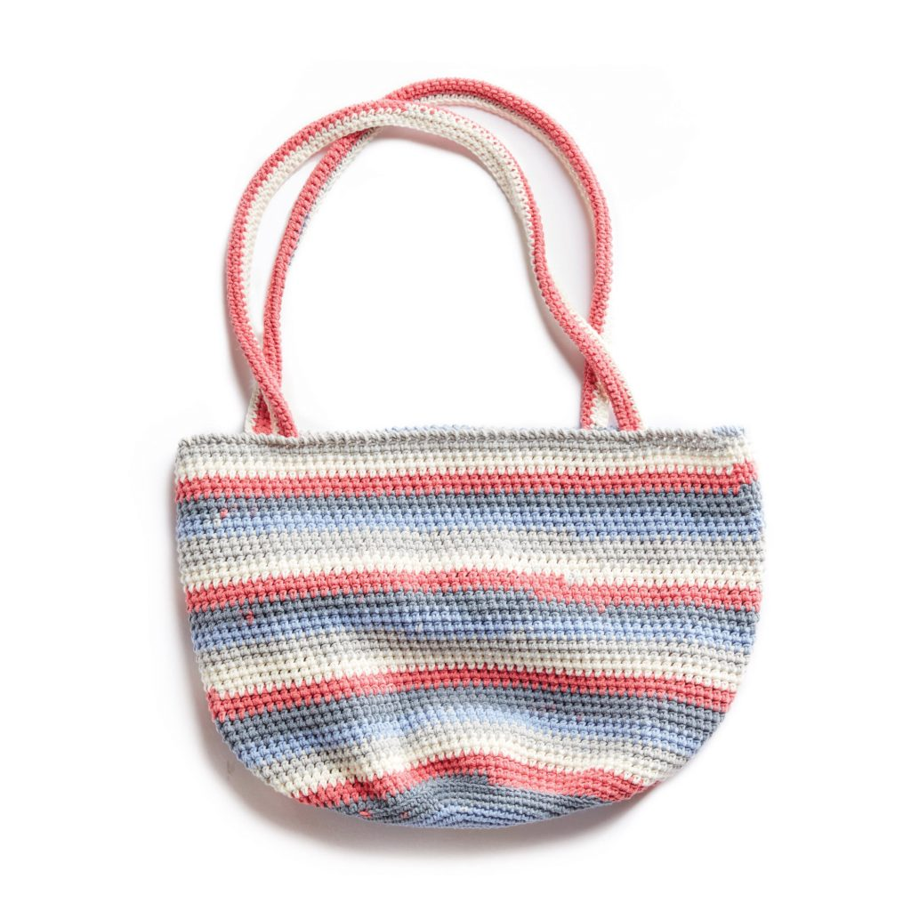 Free crochet pattern for a striped market tote