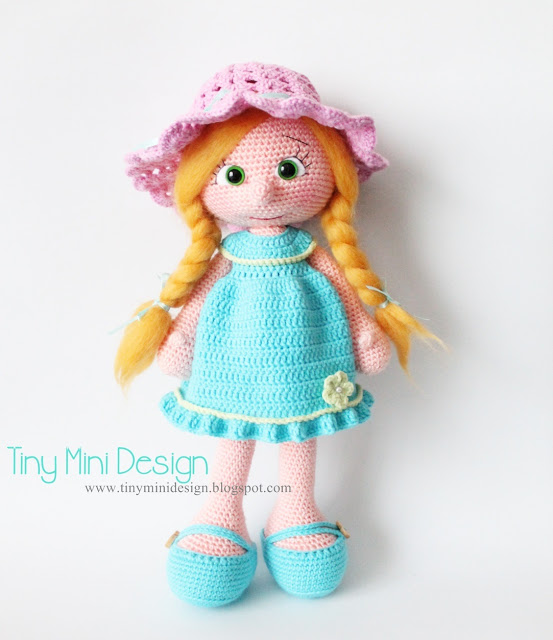 Free crochet pattern for a pretty doll with a blue dress