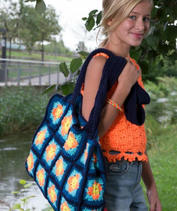 Trendy granny square tote free crochet pattern