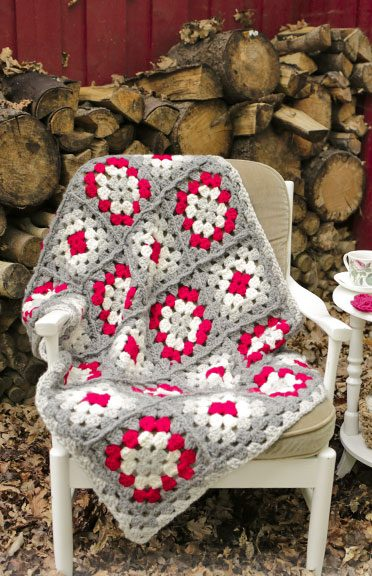 Blanket with crochet squares for Christmas free pattern