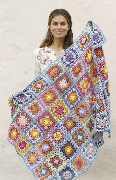 Crocheted blanket with granny squares free pattern