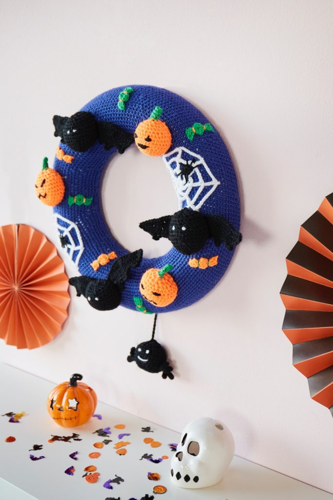 Free Halloween Wreath pattern to crochet