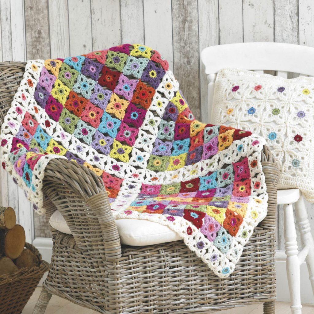 Free crochet blanket pattern with a matching pillow