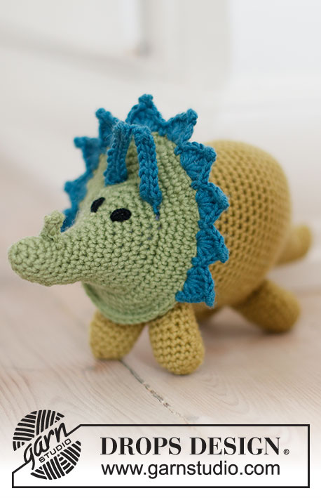 Free crochet pattern for a triceratops dinosaur