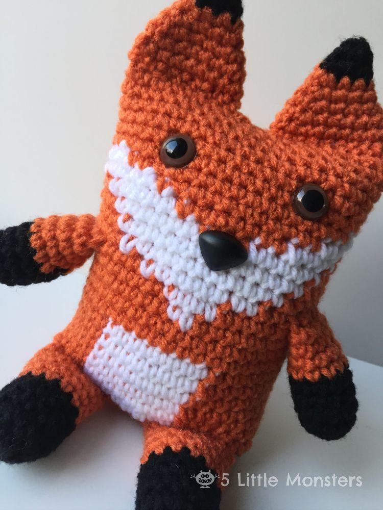 Free crochet pattern for a boxy fox
