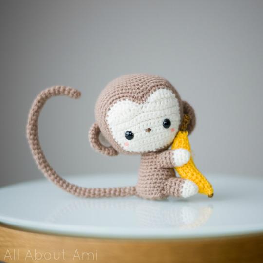 Free crochet pattern for an amigurumi monkey