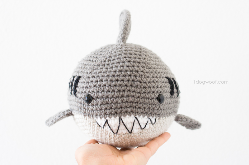 Free crochet pattern for an amigurumi shark