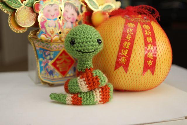 Free crochet pattern for an amigurumi snake