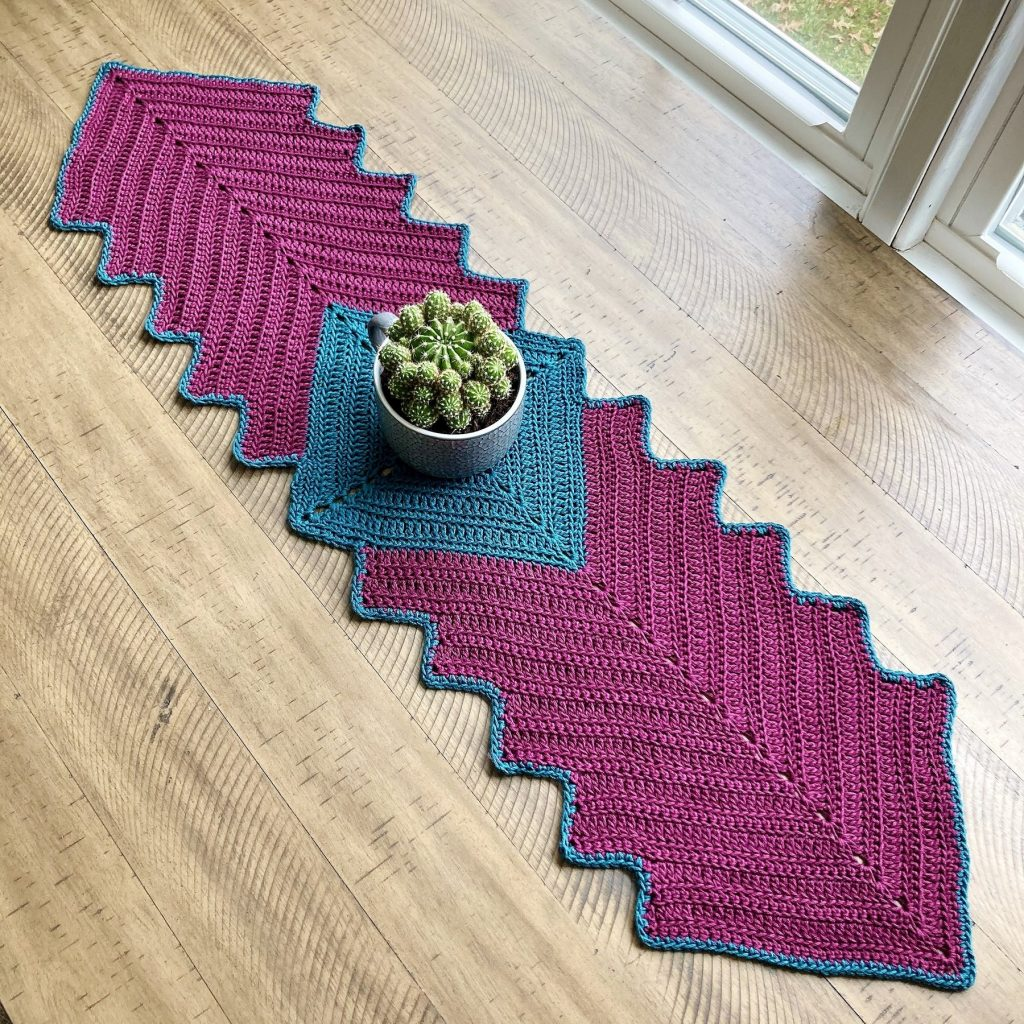 Free-Crochet-Pattern-for-a-Spring-Afternoon-Table-Runner