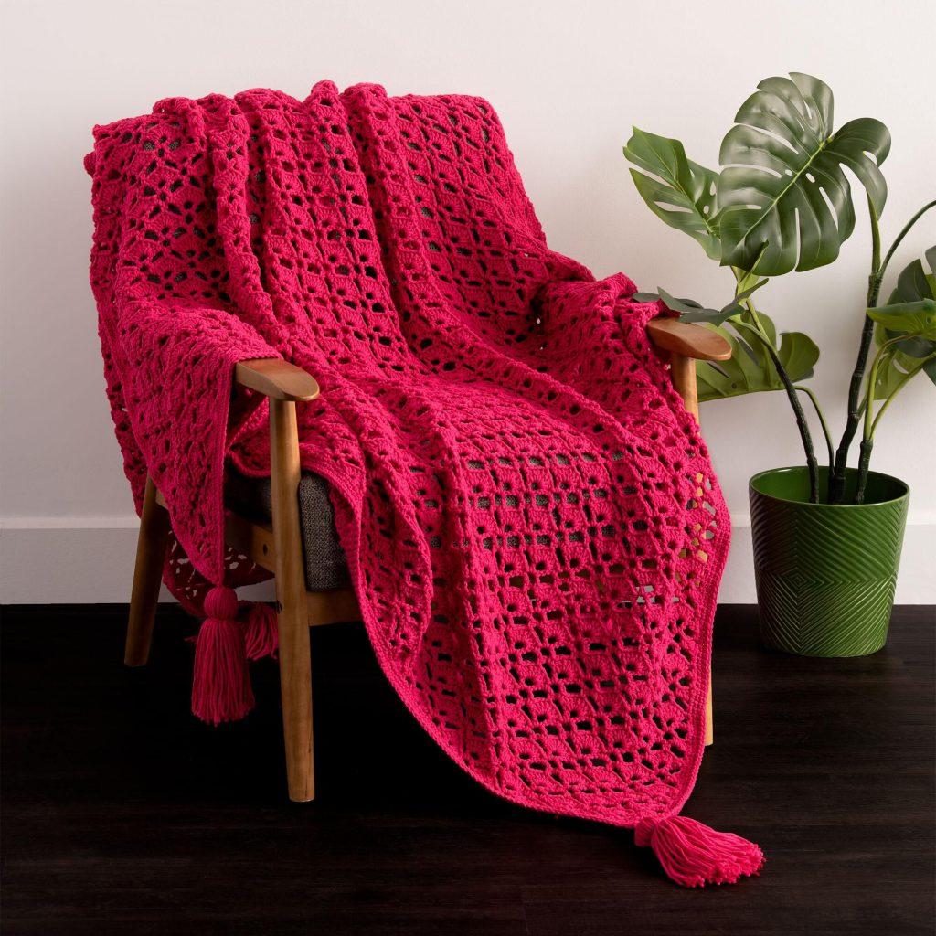 https://www.yarnspirations.com/caron-shell-stitch-crochet-blanket%E2%80%8B/CAC0502-030591M.html?cgid=patterns#prefn1=patternSkillTypeString&prefv1=Crochet&start=2