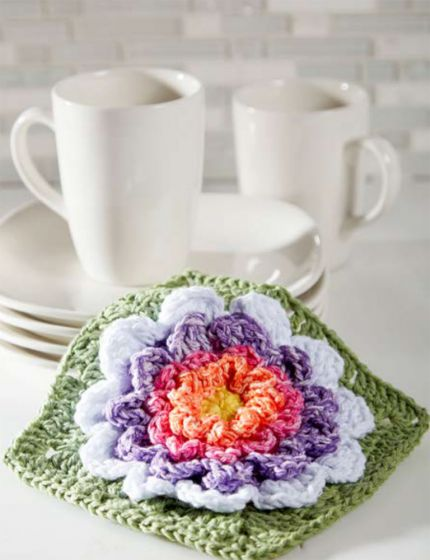 Free Crochet Pattern for a Full Bloom Dishcloth Square