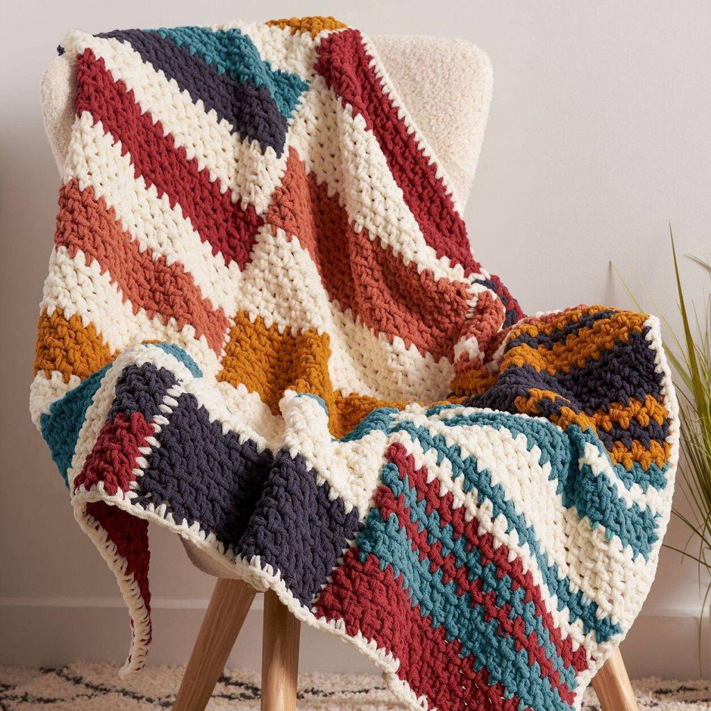 Free Beginner Crochet Pattern for a Staggered Stripes Blanket