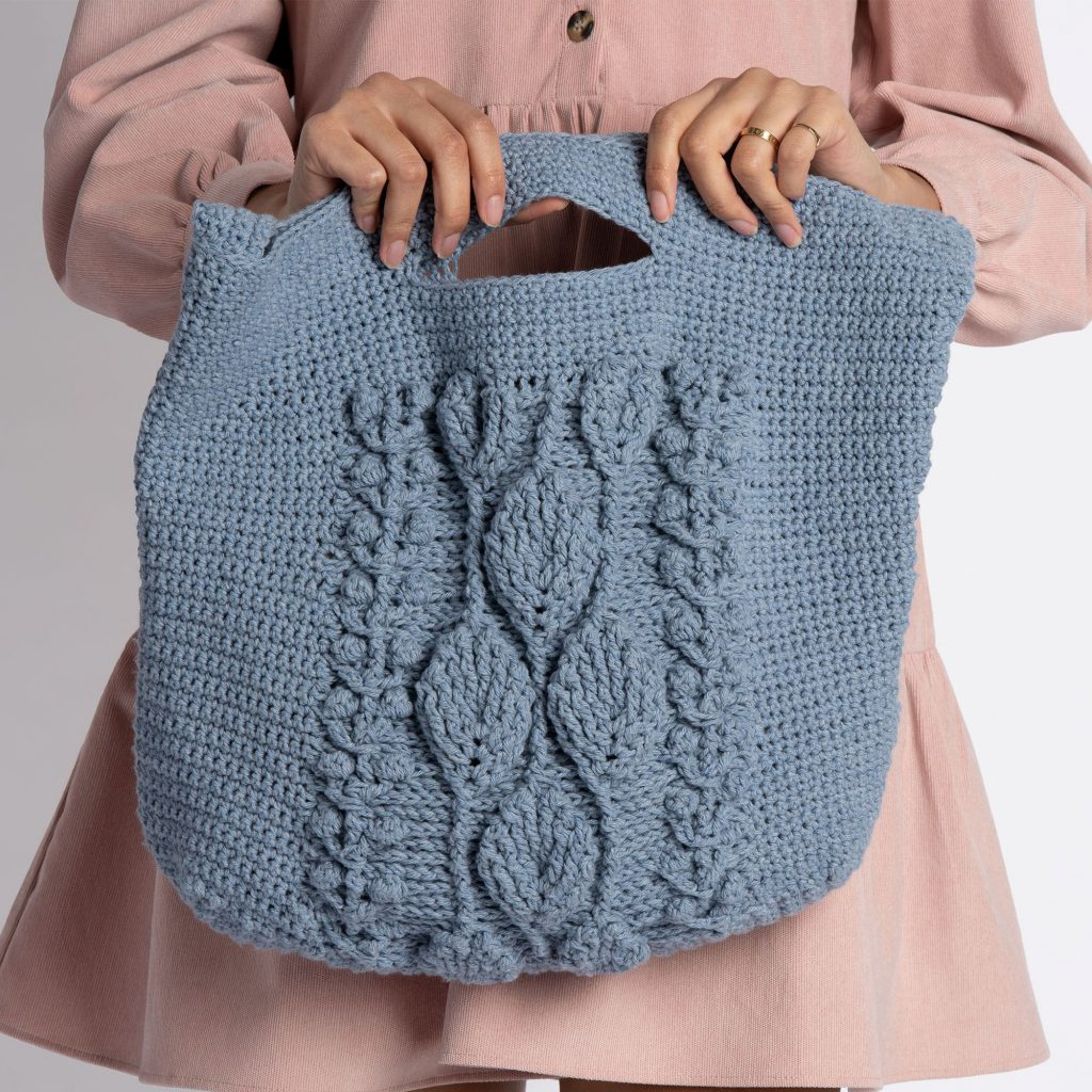 Free-Crochet-Pattern-for-a-Climbing-Leaves-Tote-Bag