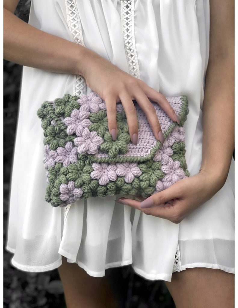 Free Crochet Pattern for a Floral Clutch